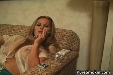 Sexy blonde babe is smoking cigarettes while giving gre video